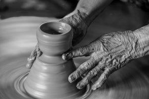 Bàn tay tạo nên những sản phẩm gốm độc đáo