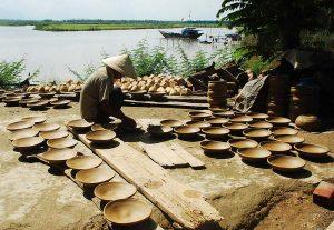 Các nghệ nhân làm gốm thủ công tại Làng Gốm Thanh Hà Hội An