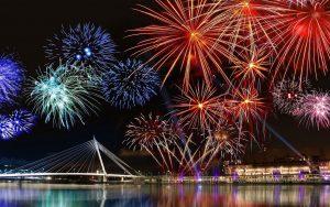 Ngắm pháo hoa tại cầu sông Hàn