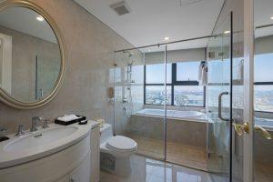 Phòng tắm hiện đại và vô cùng lãng mạn